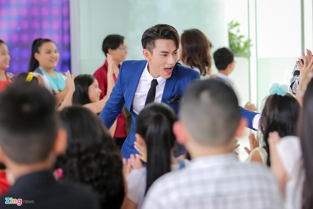 Giam khao Vietnam Idol Kids hot hoang khi bi thi sinh bao vay hinh anh 2