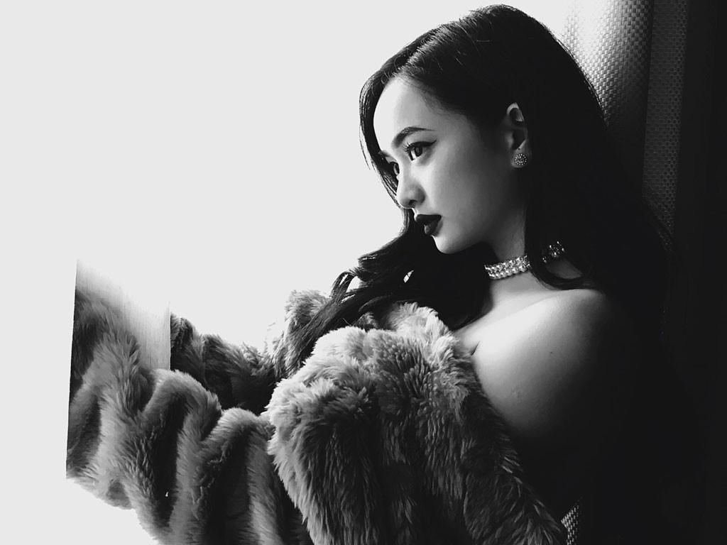 Kaity Nguyen: 'Vao showbiz, toi khong can vong tay bao boc cua ai' hinh anh 2