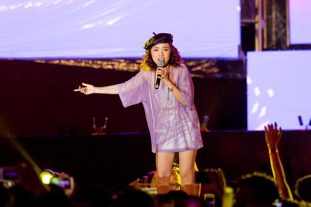 Toc Tien, Soobin Hoang Son 'quay' cung hang nghin fan den khuya hinh anh 7