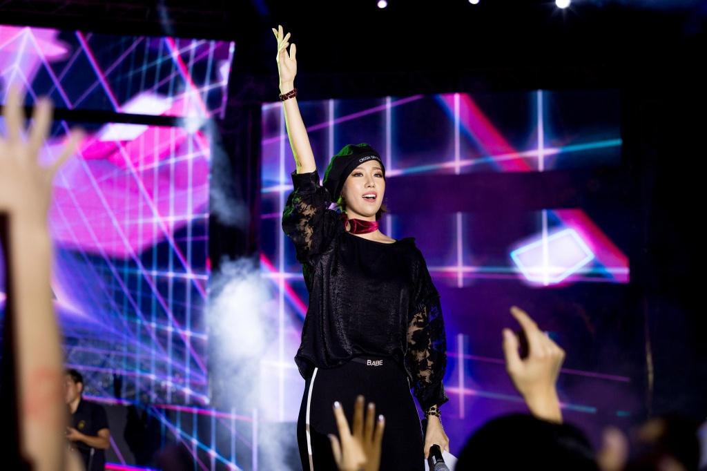 Toc Tien, Soobin Hoang Son 'quay' cung hang nghin fan den khuya hinh anh 8