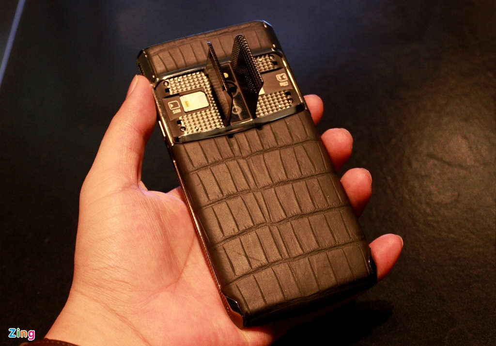 Dien thoai Vertu chay Android gia 470 trieu dong o VN hinh anh 10