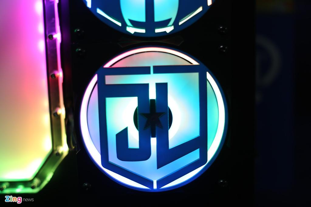 Bo may tinh do phong cach Justice League gia 250 trieu tai VN hinh anh 4