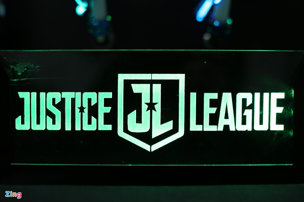 Bo may tinh do phong cach Justice League gia 250 trieu tai VN hinh anh 5