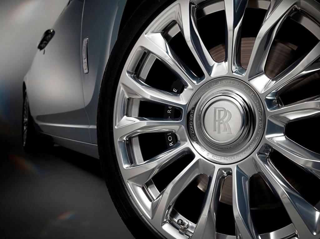 Rolls-Royce Ghost ban ky niem ra mat, chi 35 chiec tren the gioi hinh anh 2