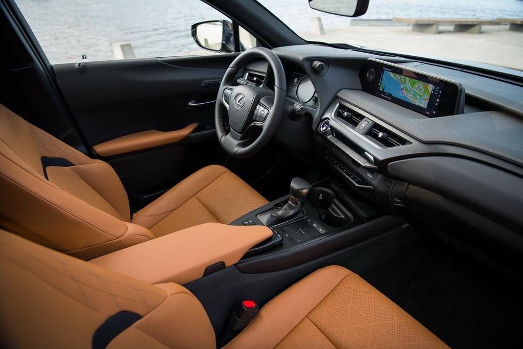 Lexus UX 2019 chot gia tu 32.000 USD, ban ra vao thang 12 hinh anh 6