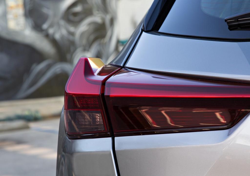 Lexus UX 2019 chot gia tu 32.000 USD, ban ra vao thang 12 hinh anh 4