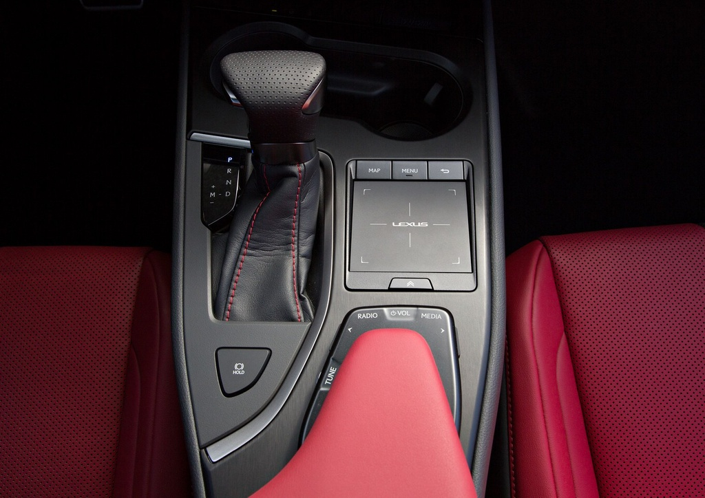 Lexus UX 2019 chot gia tu 32.000 USD, ban ra vao thang 12 hinh anh 11