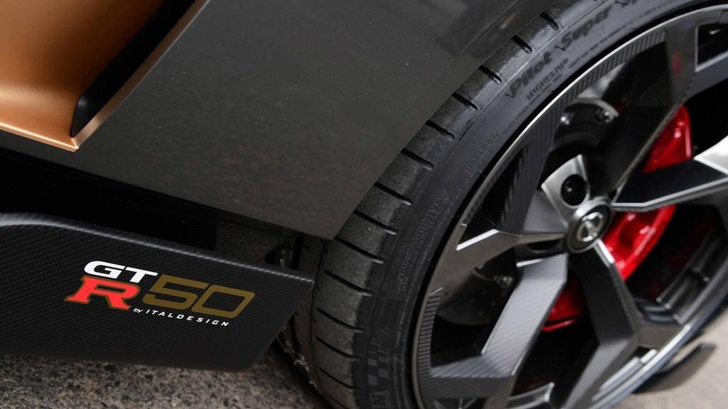Nissan GT-R lot xac duoi ban tay hang thiet ke Italy hinh anh 11