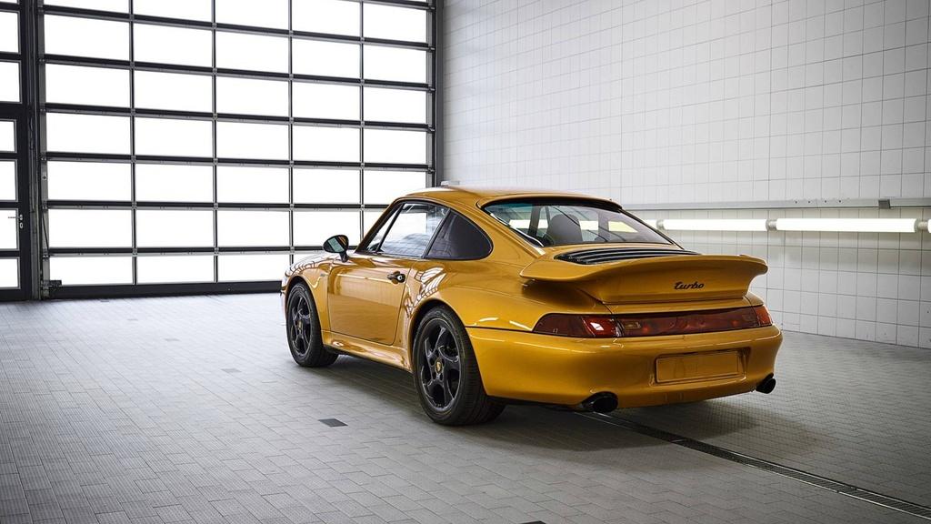 Xe co hoi sinh cua Porsche chot gia 3,1 trieu USD chi sau 10 phut hinh anh 2