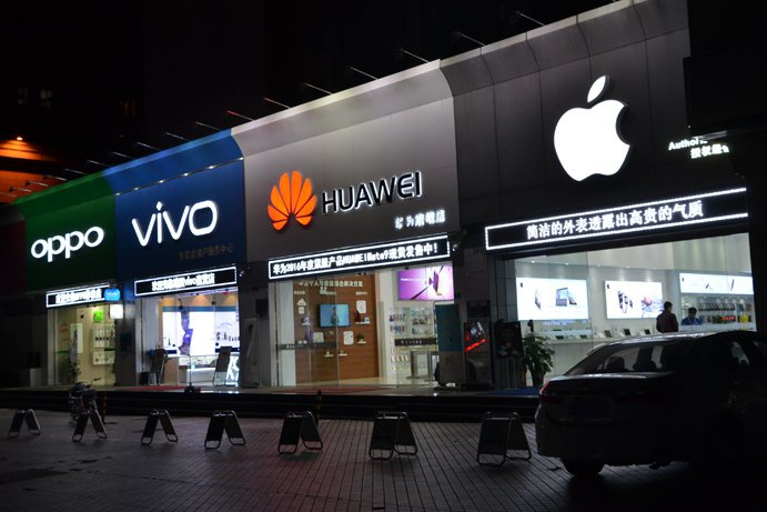 Samsung, Oppo dang bo qua xa doi thu tren thi truong di dong VN hinh anh 3