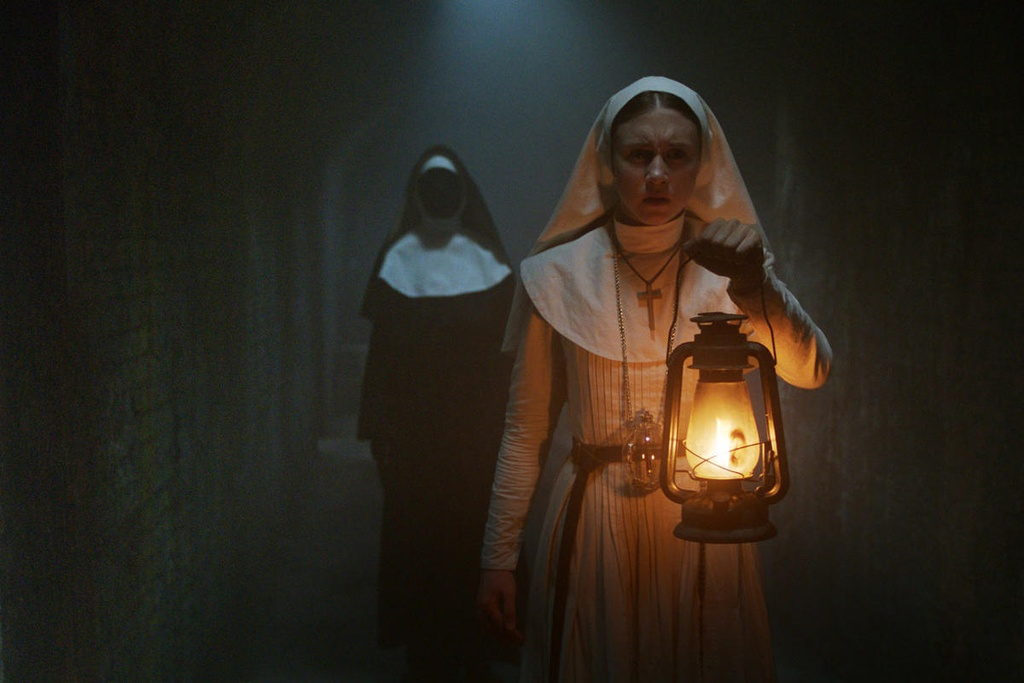 Nu dien vien The Nun anh 9