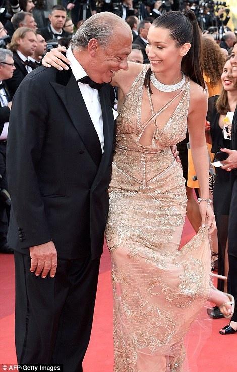 My nhan long lay vay ao hang hieu tren tham do Cannes hinh anh 18
