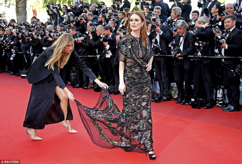 My nhan long lay vay ao hang hieu tren tham do Cannes hinh anh 2