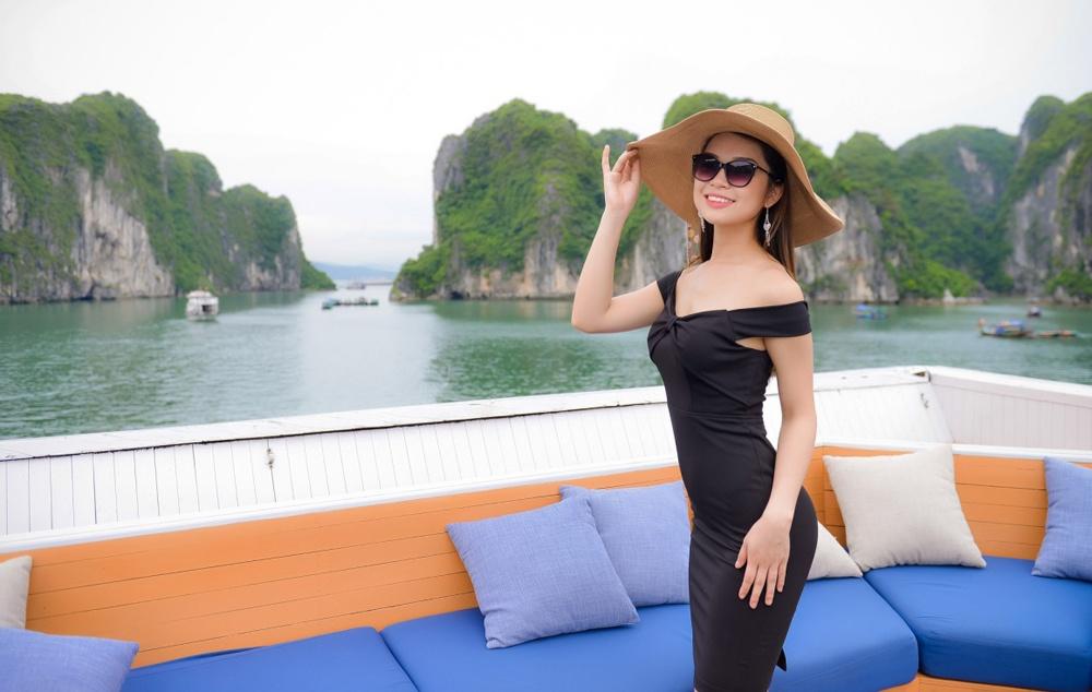 Thi sinh Hoa hau Viet Nam dao choi Ha Long bang du thuyen hinh anh 8