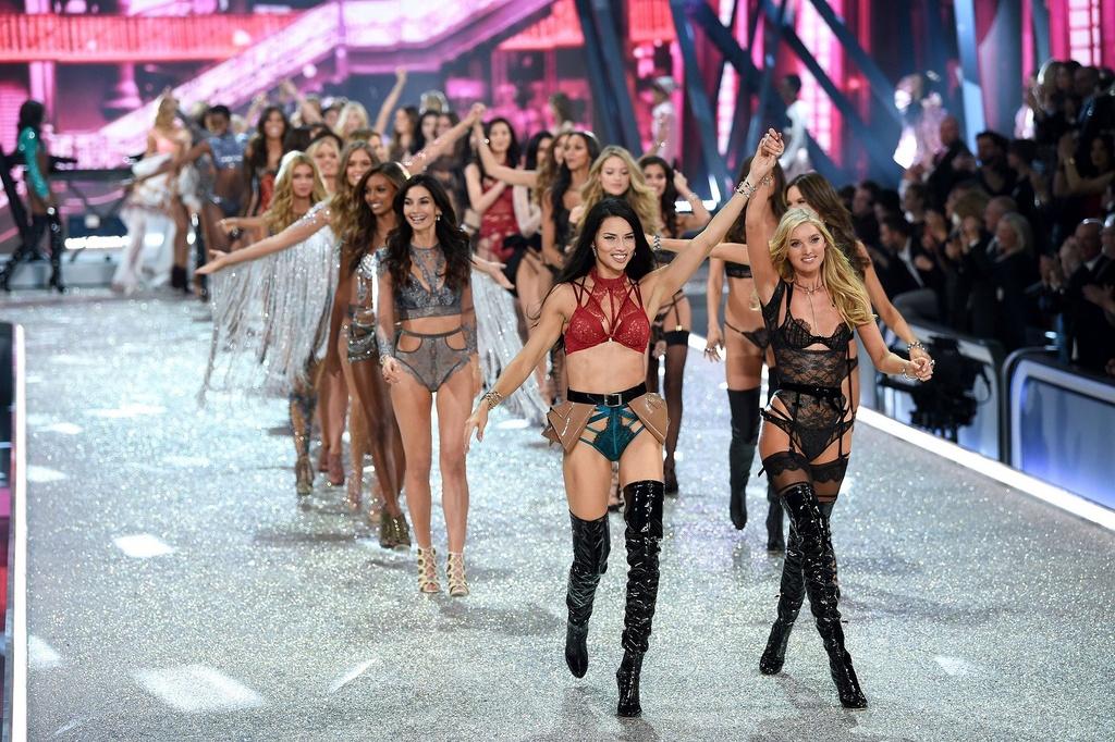 Nhung man trinh dien boc lua nhat Victoria's Secret Show hinh anh 1