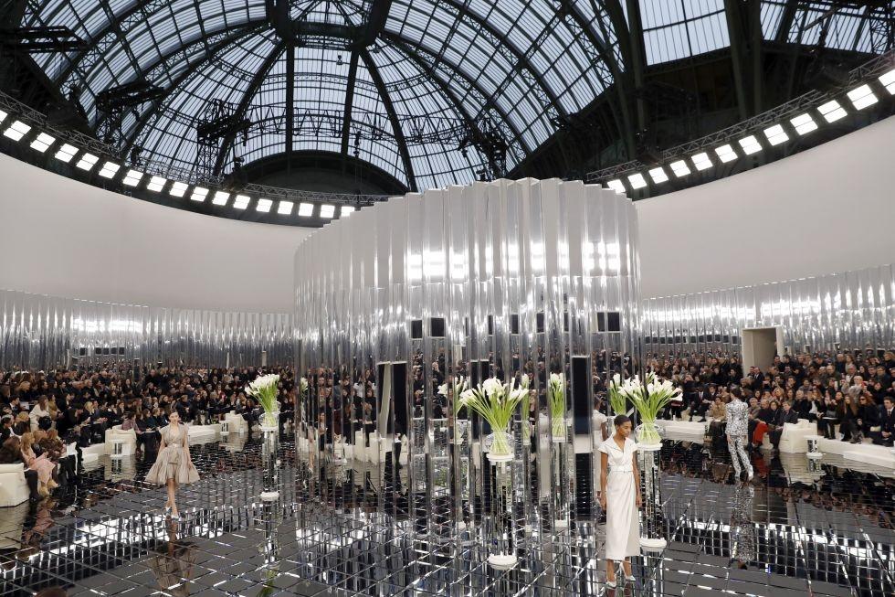 Show thoi trang xuan he 2017 xa hoa cua Chanel hinh anh 1
