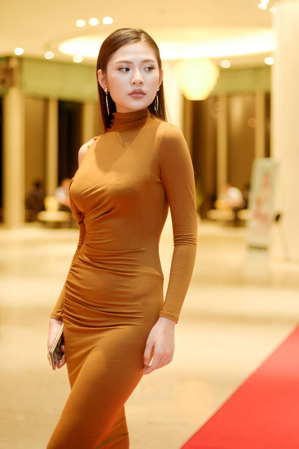 Pham Huong va hoc tro Khanh Ngan than thiet khi hoi ngo hinh anh 5