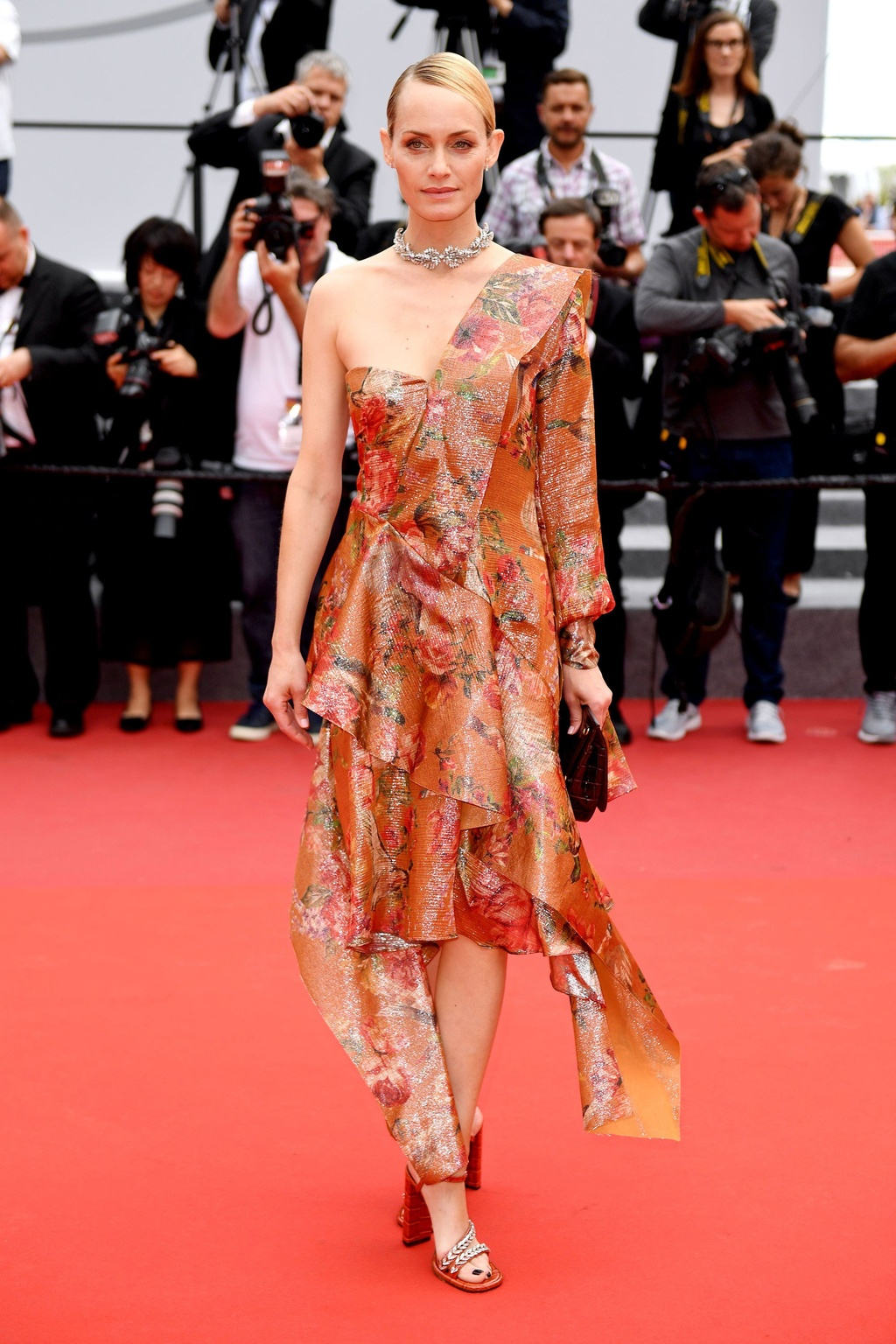 Ly Vu Xuan bat ngo tro thanh hien tuong tham do Cannes hinh anh 10