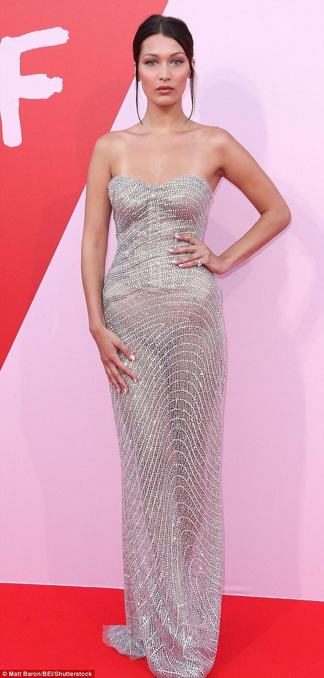 Kendall Jenner mac an tuong, lam lu mo cac sieu mau dan chi hinh anh 7