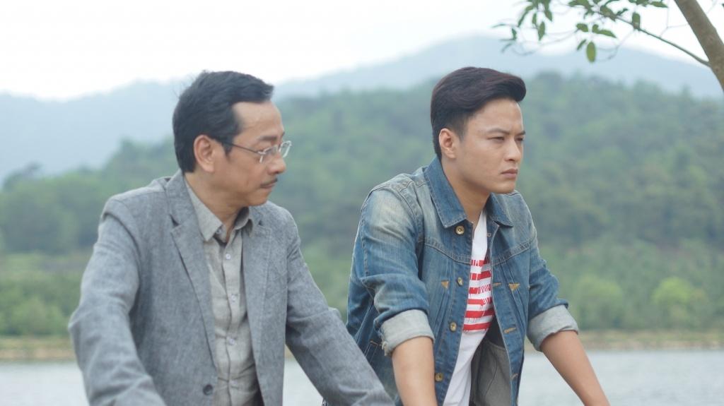 Le Thanh 'Nguoi phan xu' tung ban dien thoai kiem song hinh anh 2