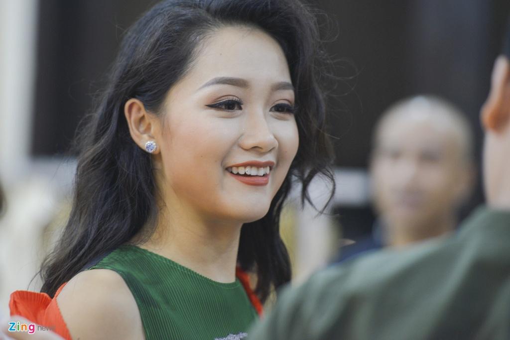 BTV Thu Ha: 'Khong the vua lam thoi su, vua chup anh bikini' hinh anh 1