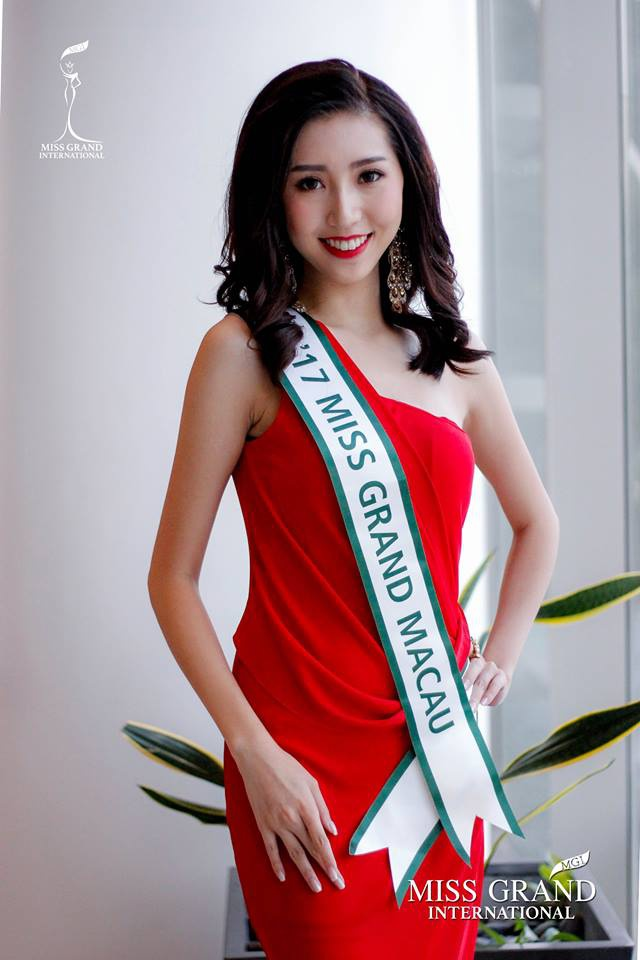 Buoi chup hinh dau tien cua Huyen My va thi sinh Hoa hau Hoa binh 2017 hinh anh 5