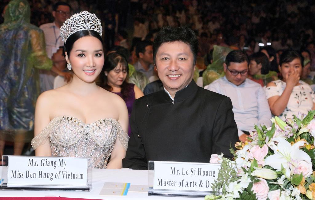 Giam khao Giang My: 'Huyen My khong can phai khoc am i' hinh anh 2