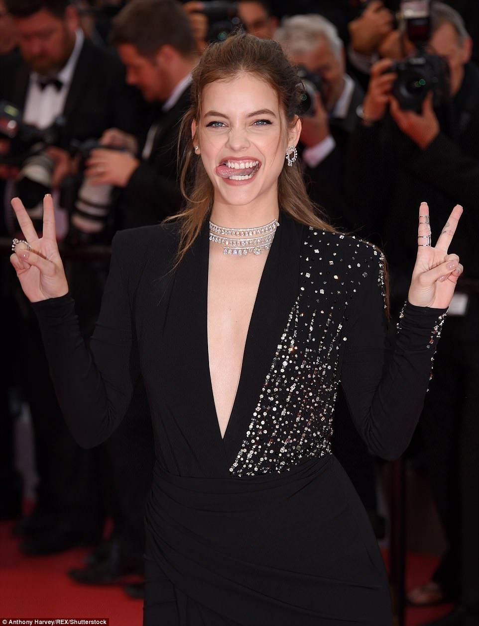 Dan mau Victoria's Secret goi cam tren tham do Cannes hinh anh 8