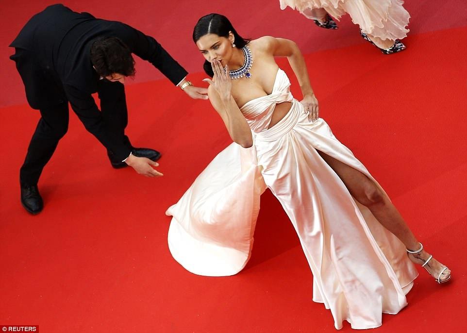 Dan mau Victoria's Secret goi cam tren tham do Cannes hinh anh 10