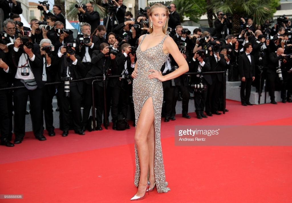 Dan mau Victoria's Secret goi cam tren tham do Cannes hinh anh 4
