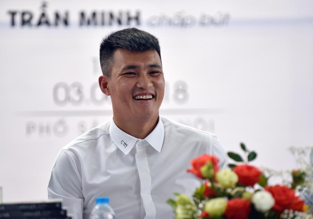 Cong Vinh: 'Goc khuat lang bong con kinh khung hon, toi chua viet' hinh anh 1