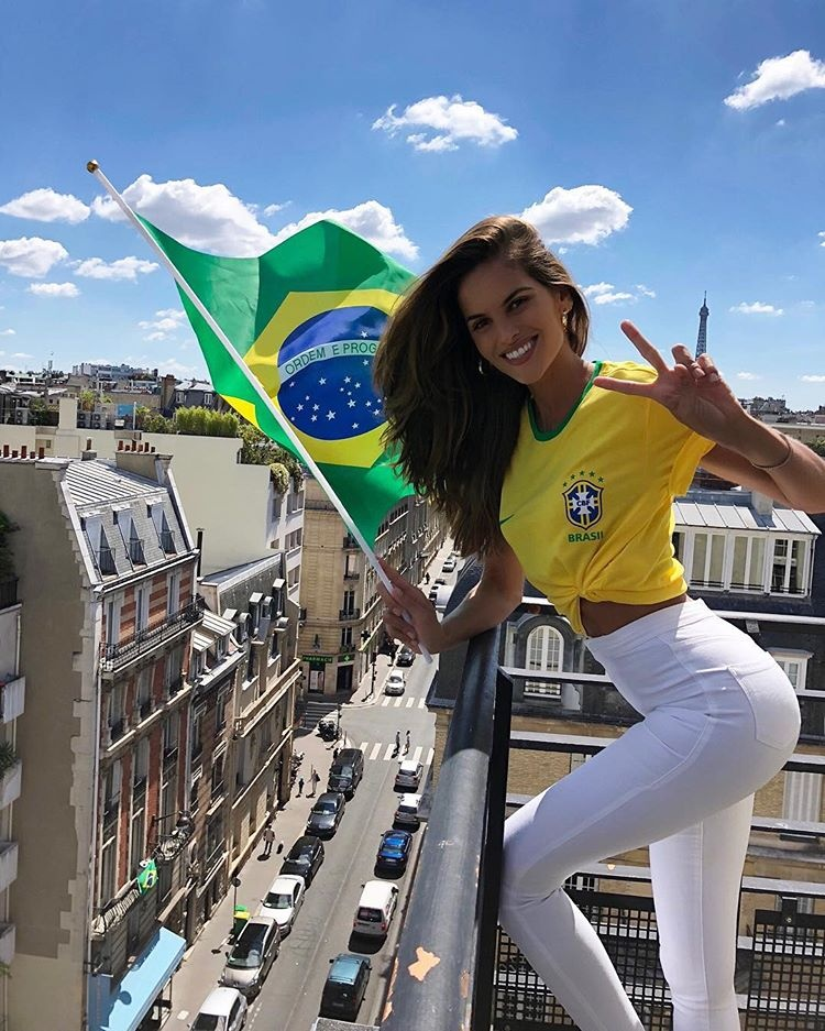 Dan mau xinh dep, noi tieng co vu Brazil tai World Cup 2018 hinh anh 7
