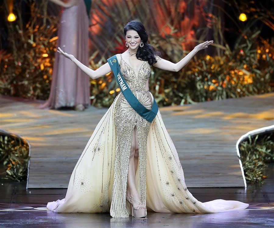 Hoa hậu Phương Khánh: 'Miss Earth thì không thể chống lưng, mua giải'