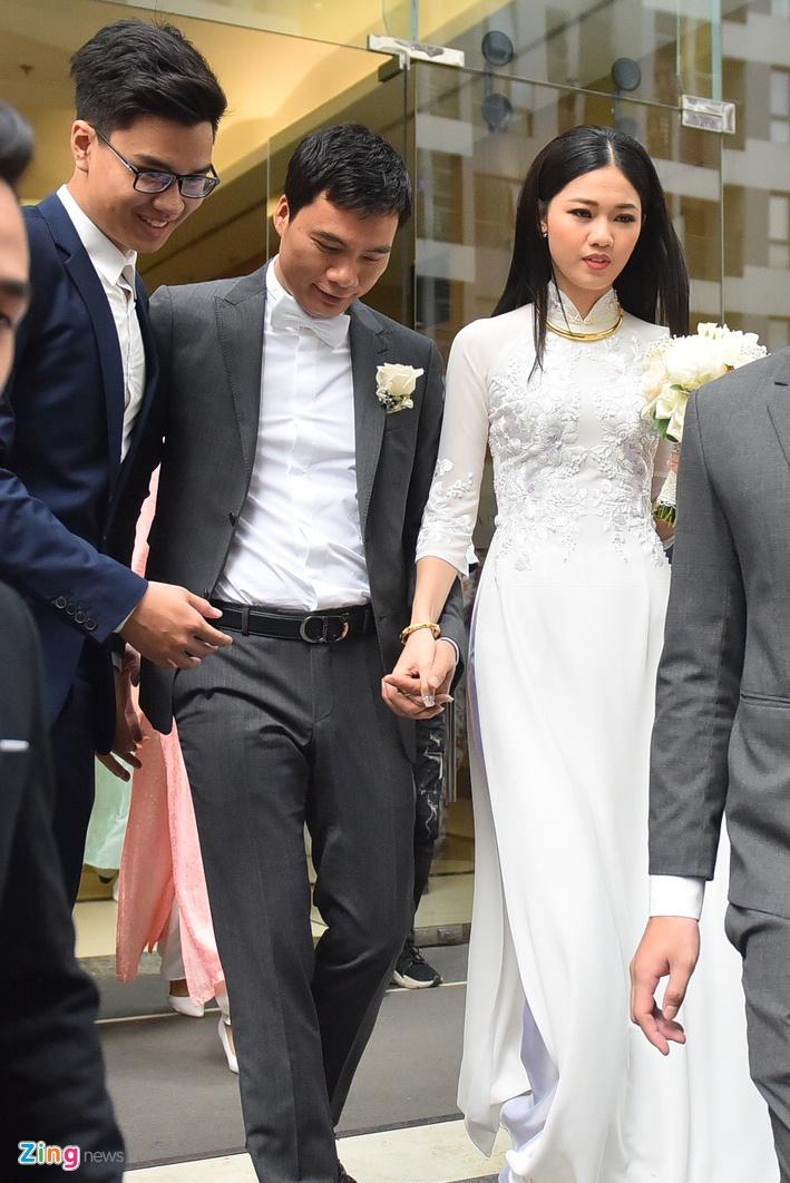 A hau Thanh Tu nam chat tay chong CEO trong le don dau hinh anh 11