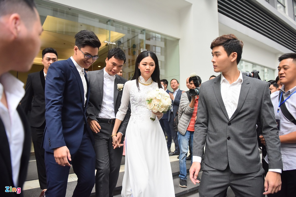 A hau Thanh Tu nam chat tay chong CEO trong le don dau hinh anh 9