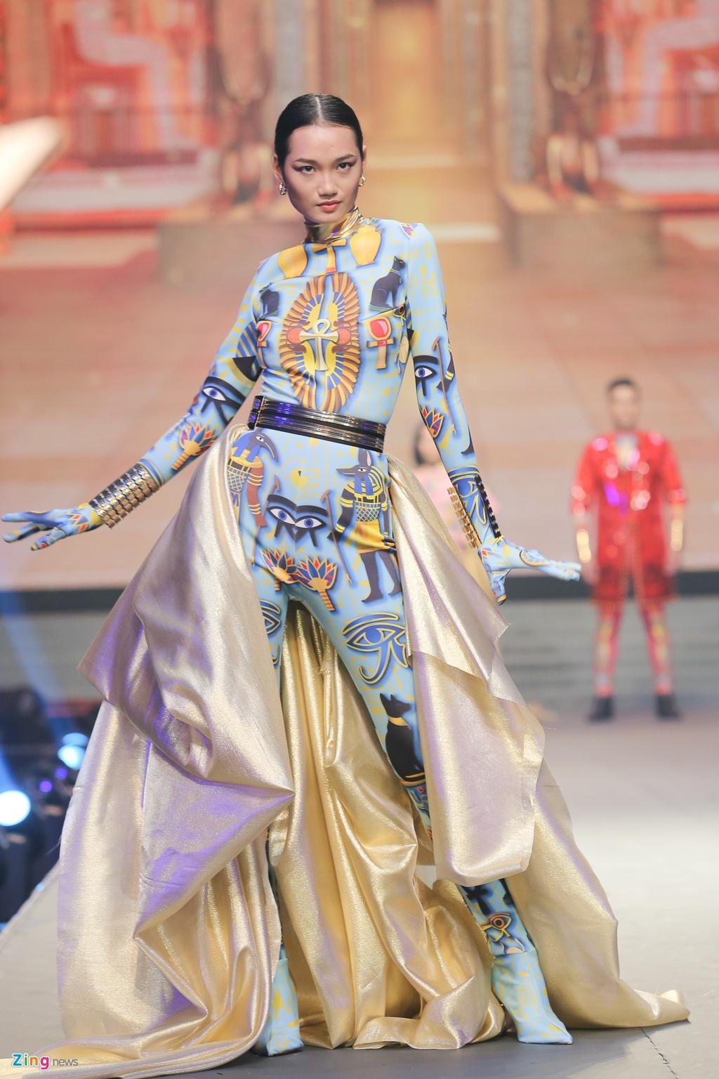 The Face 2018: Mac Trung Kien bat ngo doat quan quan hinh anh 12