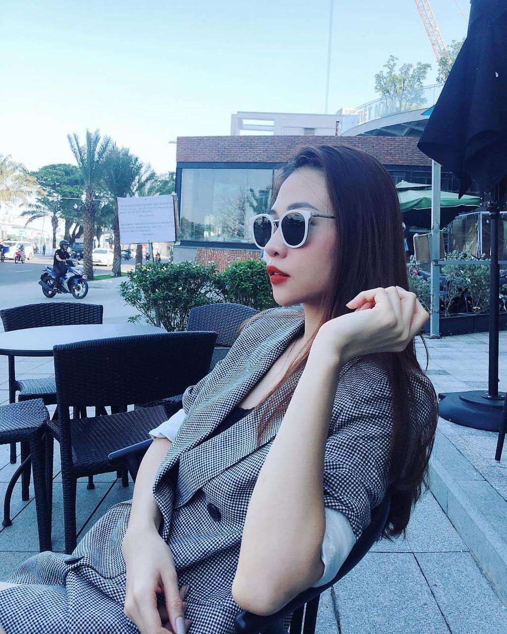 Phong cach thoi trang don gian va ca tinh cua nguoi dep Dam Thu Trang hinh anh 8