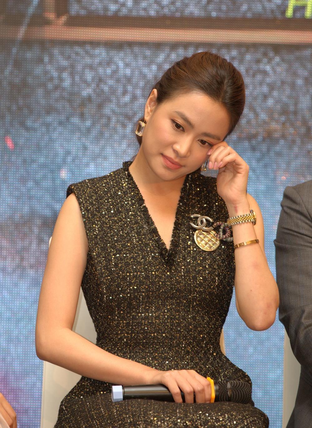 Hoang Thuy Linh Hong Dang Me cung anh 2