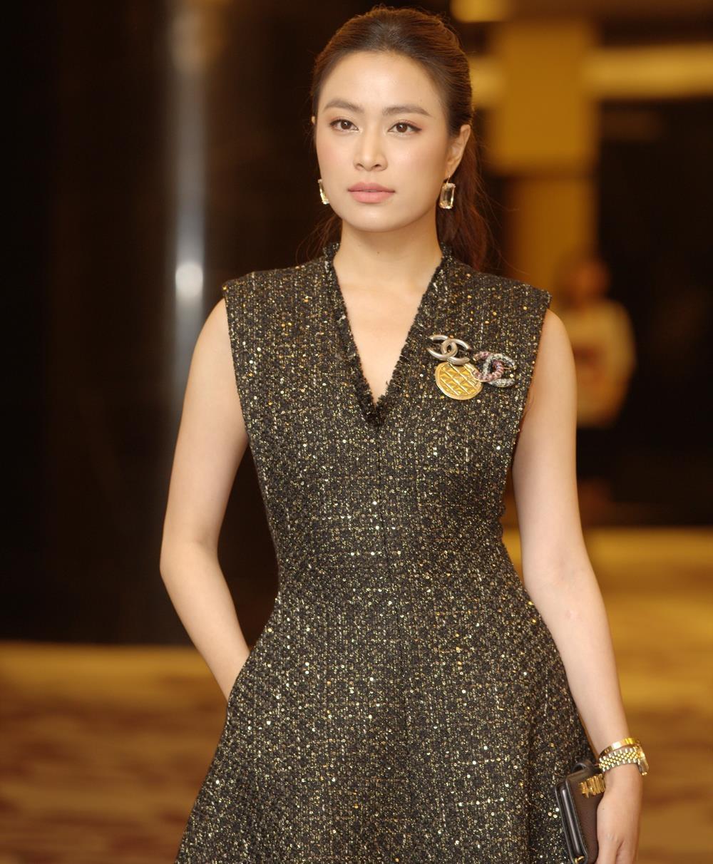Hoang Thuy Linh Hong Dang Me cung anh 3
