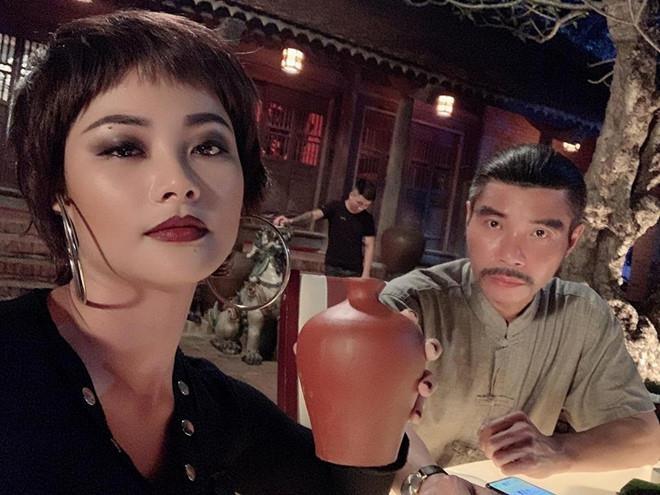 Huyen Thach: 'Giang ho ngoai doi hung ho hon toi nhieu' hinh anh 1