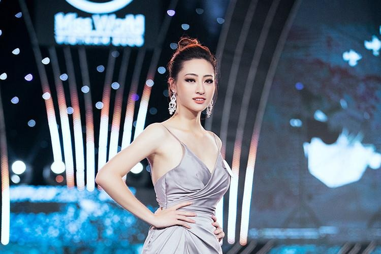Hoa hau 10X Luong Thuy Linh: Hoc sinh gioi quoc gia, IELTS 7.5 hinh anh 1