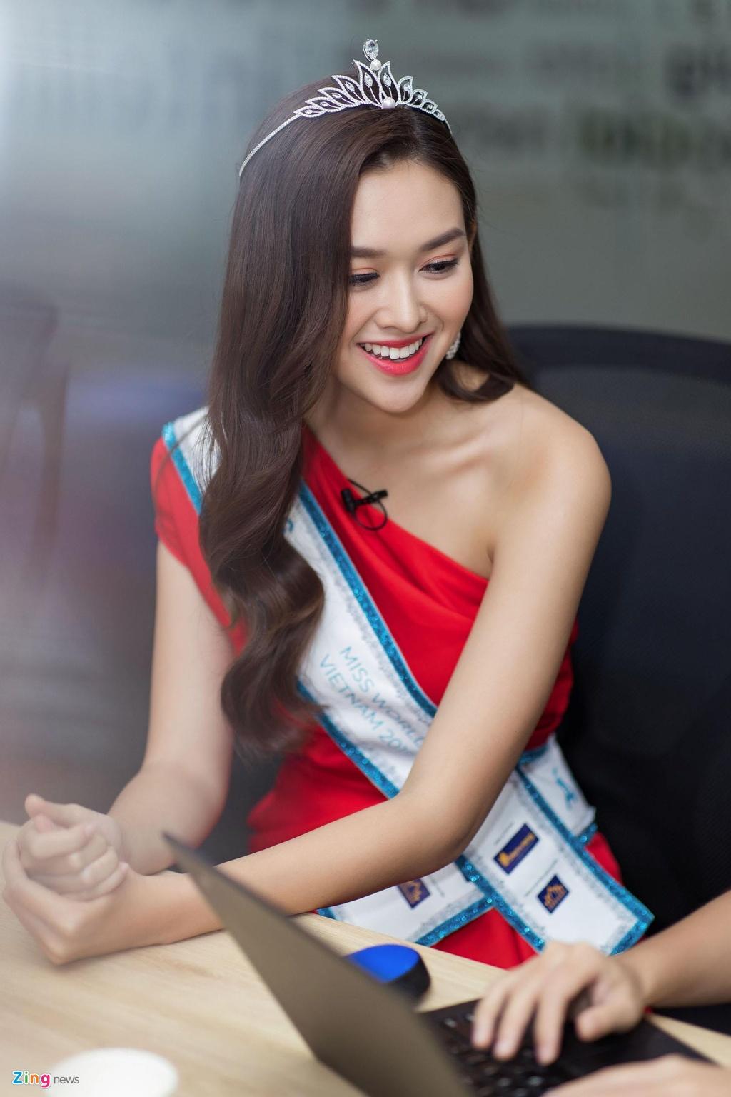 A hau Tuong San: 'Toi co mui dep du chua phau thuat tham my' hinh anh 2