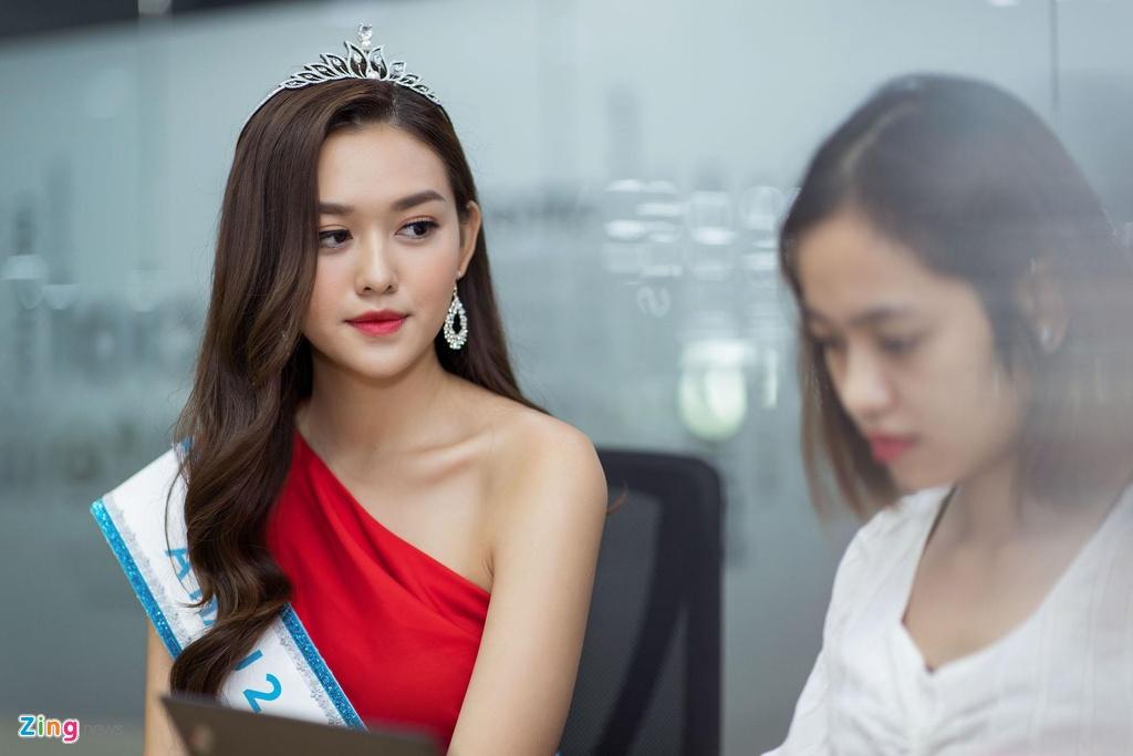 A hau Tuong San: 'Toi co mui dep du chua phau thuat tham my' hinh anh 3