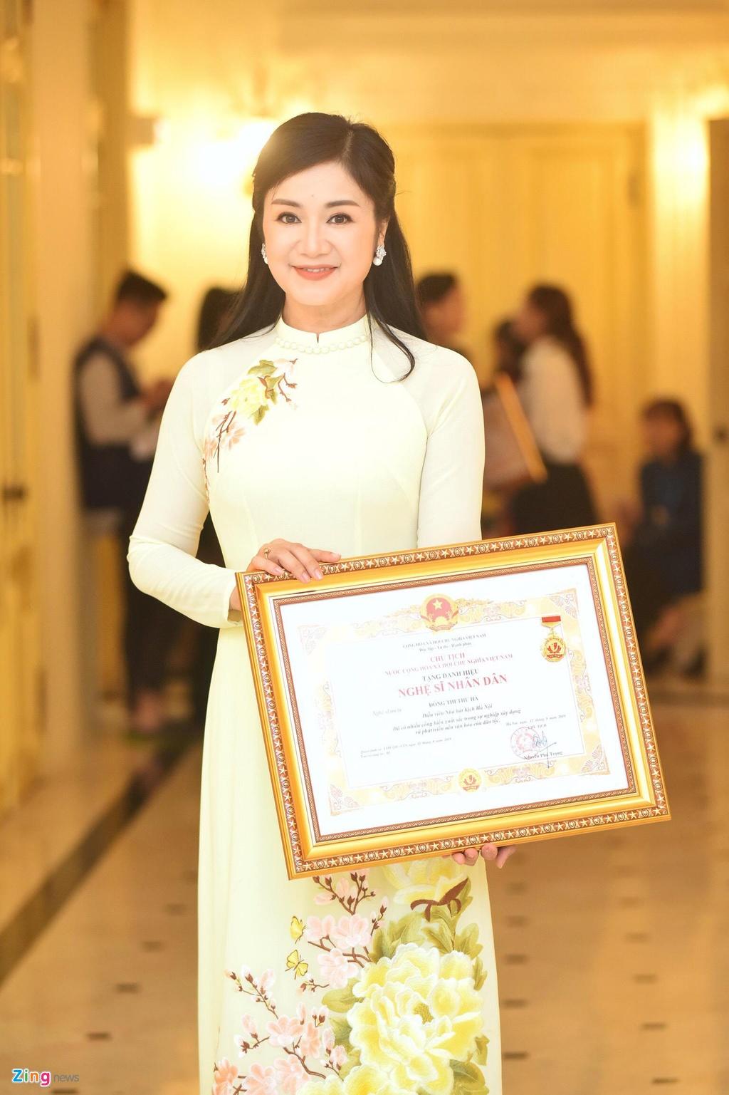 Nhan sắc mỹ nhân 'Lá ngọc cành vàng' Thu Hà ở tuổi 50
