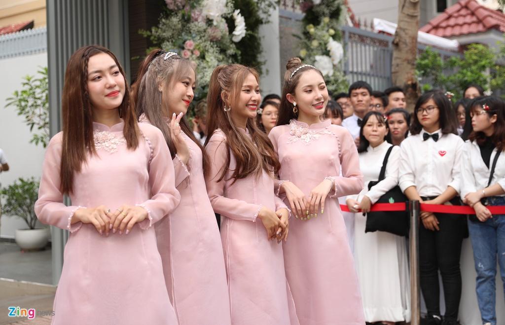 Khong Tu Quynh va dan phu dau trong le an hoi Dong Nhi - Ong Cao Thang hinh anh 2