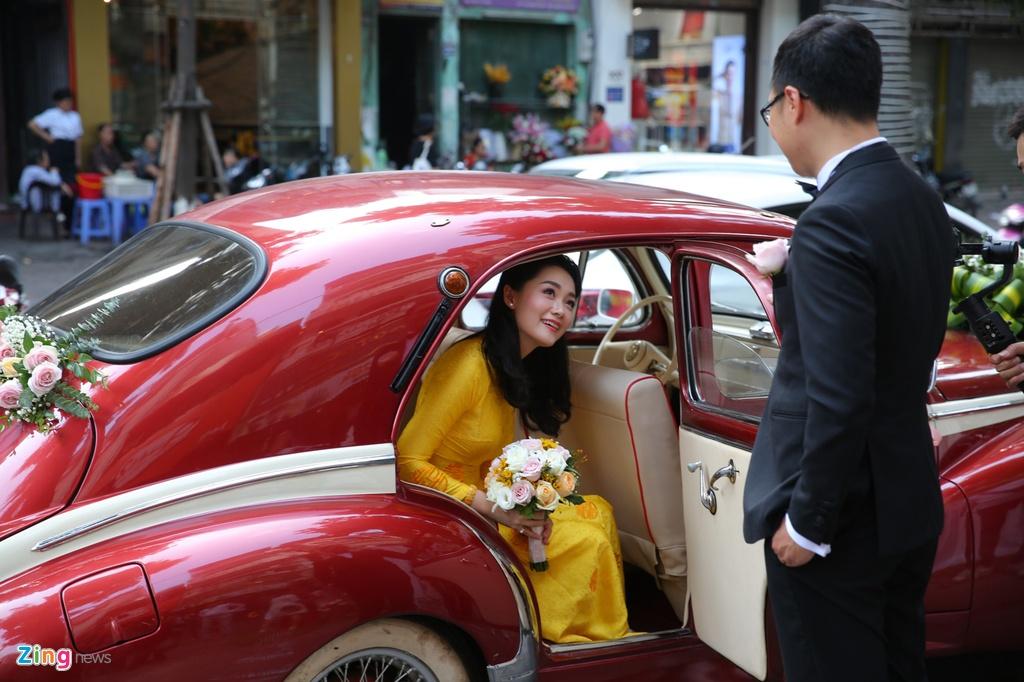 Bien tap vien VTV Thu Ha hanh phuc len xe hoa hinh anh 9
