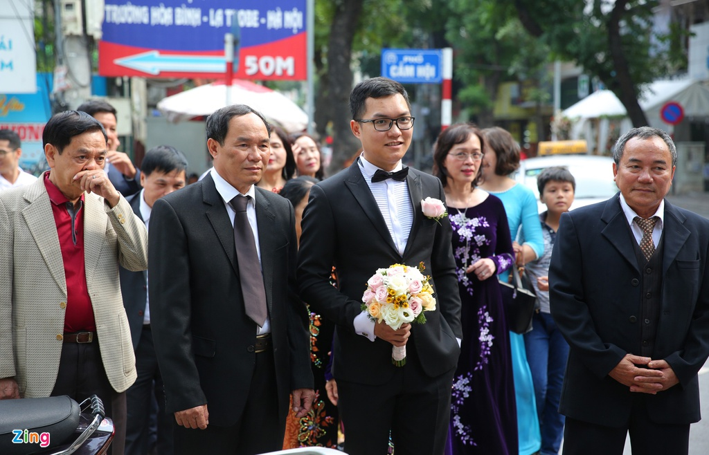 Bien tap vien VTV Thu Ha hanh phuc len xe hoa hinh anh 3