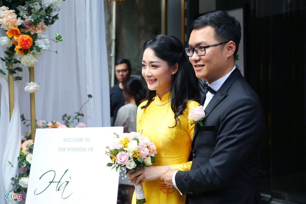 Bien tap vien VTV Thu Ha hanh phuc len xe hoa hinh anh 5