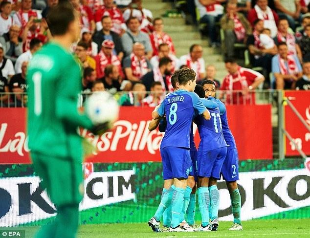 Doi tuyen cua Lewandowski thua Ha Lan 1-2 truoc EURO hinh anh 4