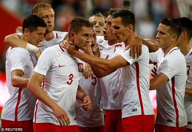 Doi tuyen cua Lewandowski thua Ha Lan 1-2 truoc EURO hinh anh 6